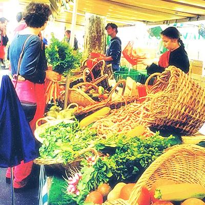 イタリア時代-家の近くの市場で